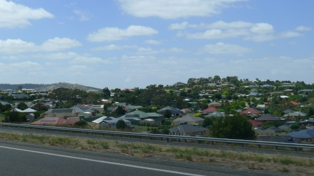Housing estates by the highway in the Adelaide Hills